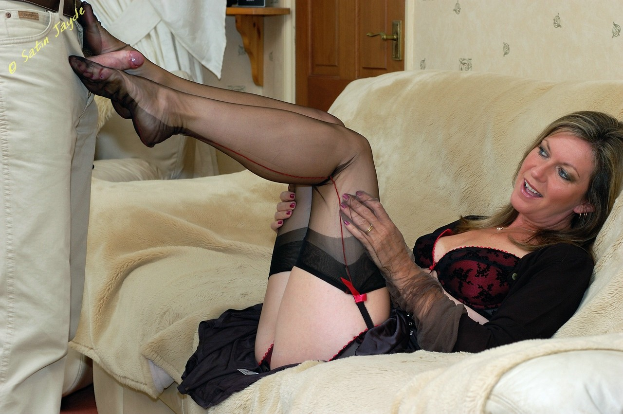 Footjob in nylons