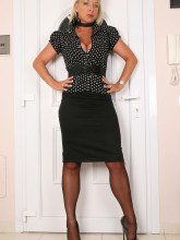 Hot mature in nylons - Amazing Astrid
