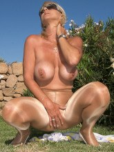 MILF in pantyhose - Amazing Astrid pictures