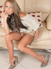 Astrids Angels pictures: Emma in pantyhose