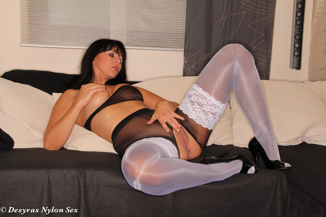 Nice GRANNY FUCK IN NYLONS does