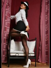 Model Eve pictures: Eve in seamed pantyhose
