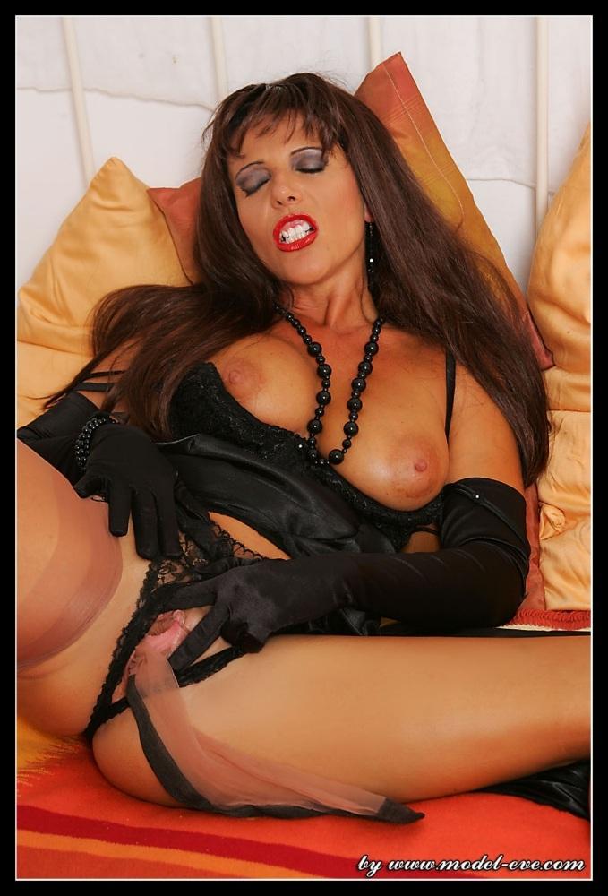 Lady Eve Pussy 24