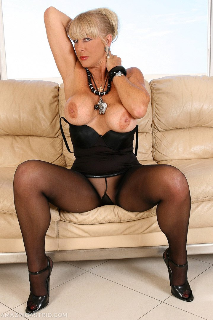 Galleries Nylon Milf 10