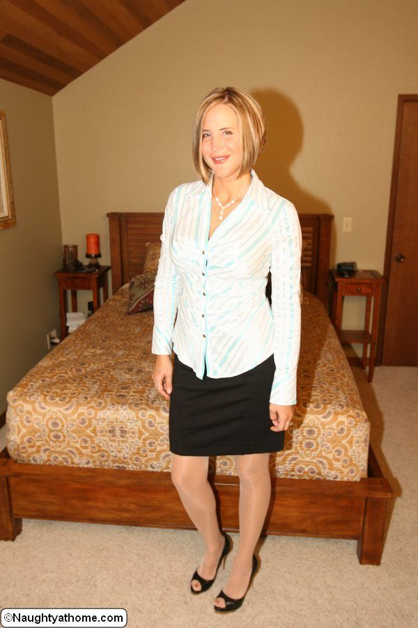 Desirae Spencer – Naughty secretary in shiny stockings