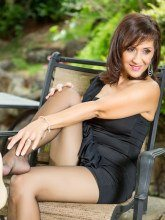 Roni in black seamed nylons - Roni's Paradise