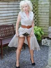 Amanda Nylons pictures - Hot mature german nylon fetish lady