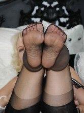 Nylon Sue - Sexy MILF in sheer seamfree nylons