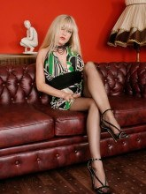 Alina Heels pictures: Blonde MILF in nylons