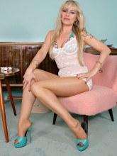 Alina Heels images: Hot blonde in pantyhose