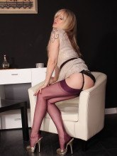 Alina Heels pictures: Pantyhose Lady in miniskirt
