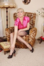 Classy lady Alina in nylons and heels