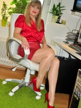 angel-lovette-shiny-pantyhose-secretary-01