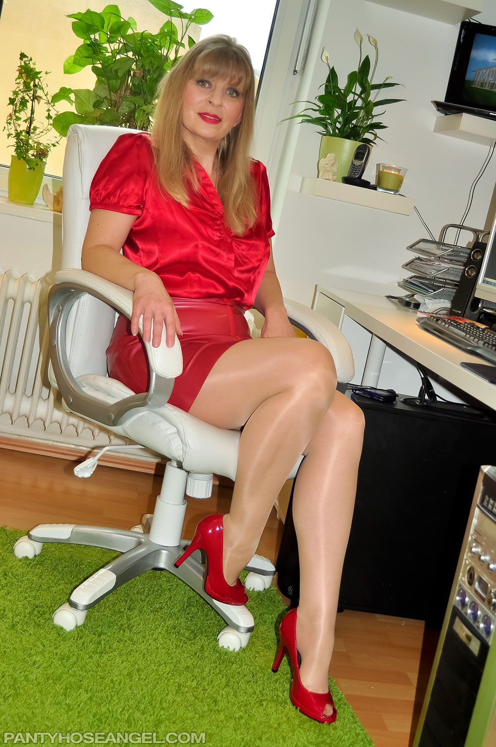 boss fucking pantyhosed secretary