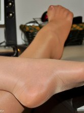 angel-lovette-shiny-pantyhose-secretary-07