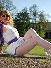 Pantyhose Angel pictures - Angel Lovette in shiny white pantyhose